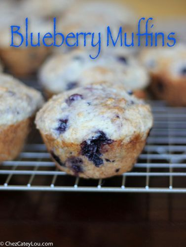 Blueberry Muffins made with Frozen Blueberries | chezcateylou.com