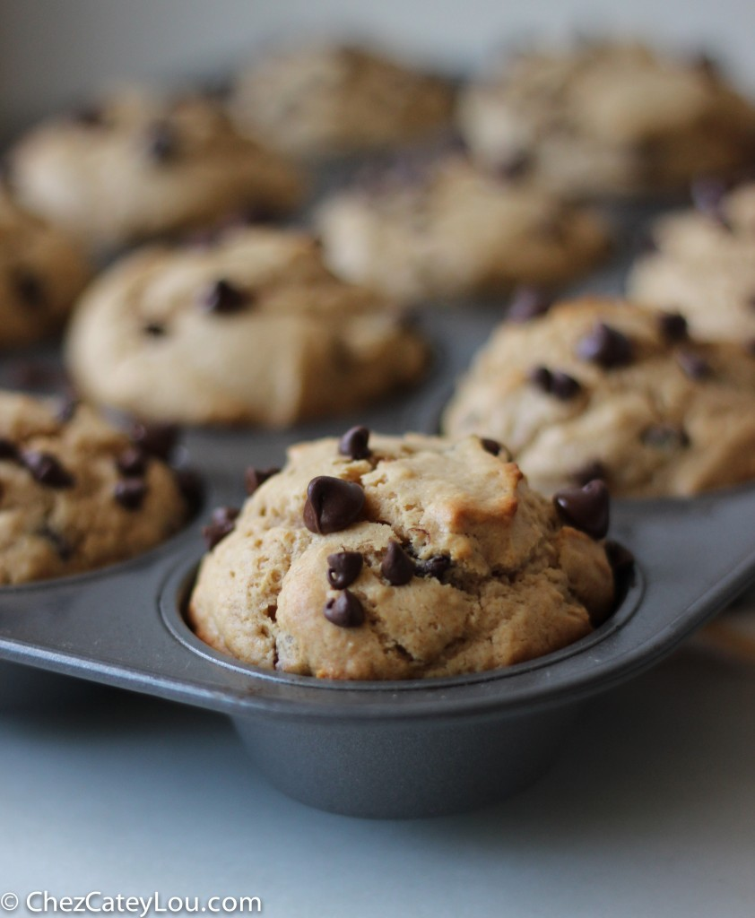 Peanut Butter Chocolate Chip Muffins | chezcateylou.com