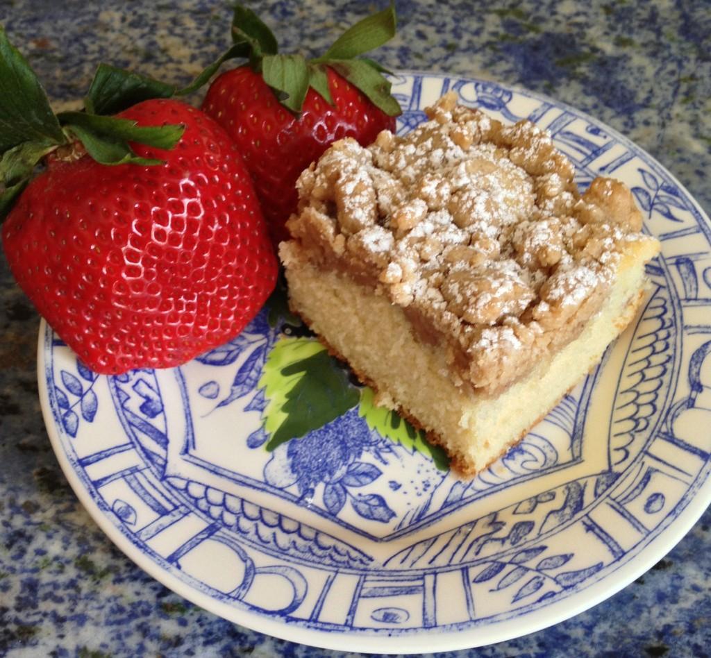 New York Style Crumb Coffee Cake | chezcateylou.com