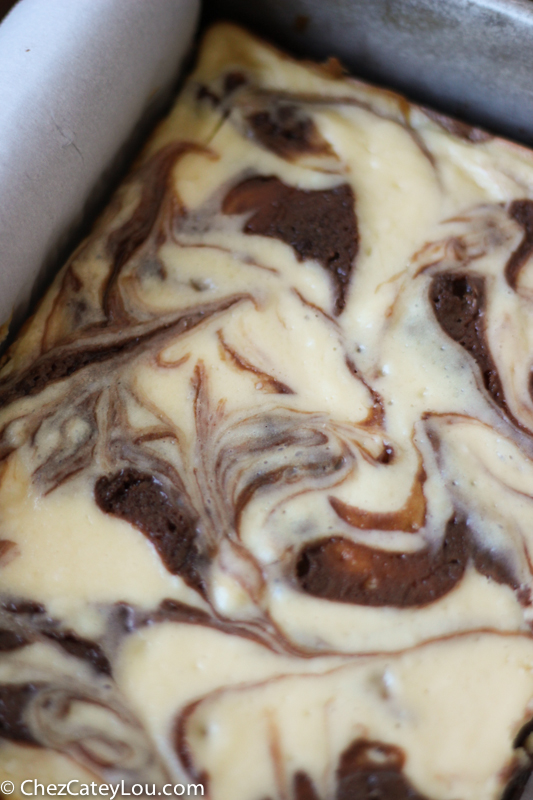 Irish Cream Cheesecake Brownies | chezcateylou.com