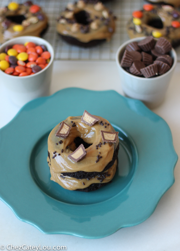 Chocolate Donuts with Peanut Butter Frosting | chezcateylou.com