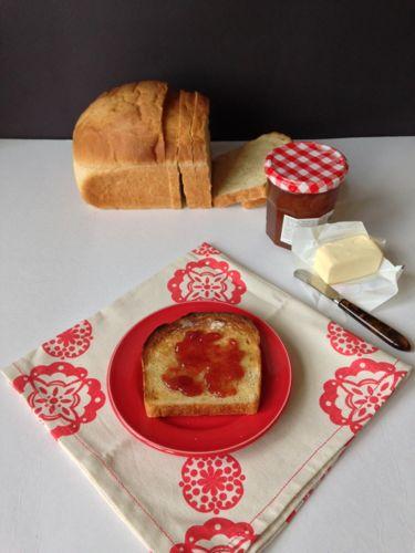 Cornmeal Bread | chezcateylou.com