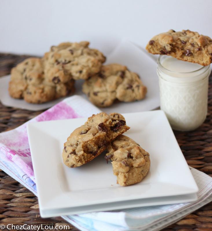 Levain Bakery Chocolate Chip Cookies   chezcateylou.com