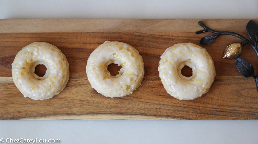 Baked Lemon Donuts made with Greek Yogurt | chezcateylou.com