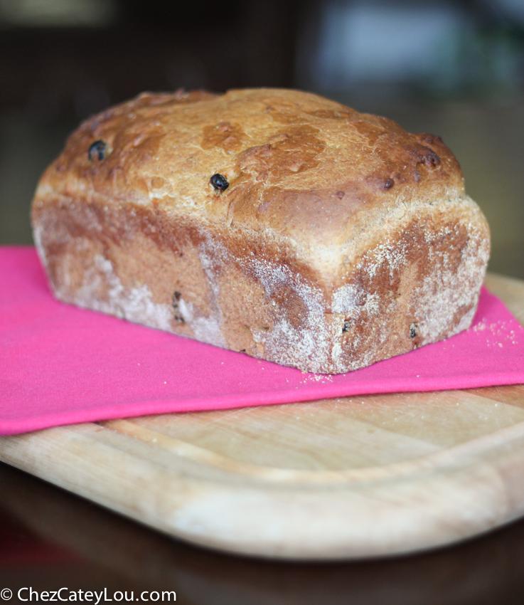 Cinnamon Raisin English Muffin Bread | chezcateylou.com