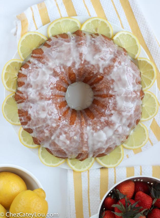 Lemon Bundt Cake | chezcateylou.com