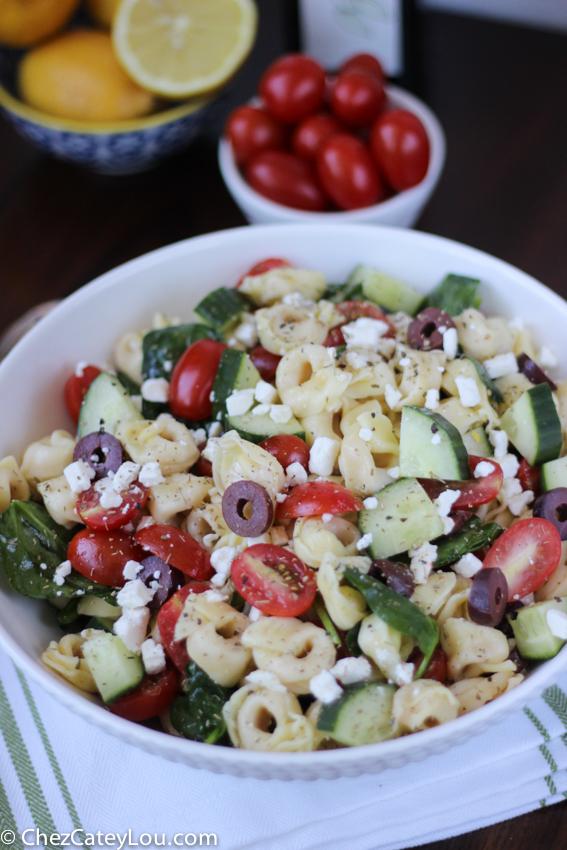 Greek Tortellini Pasta Salad | chezcateylou.com