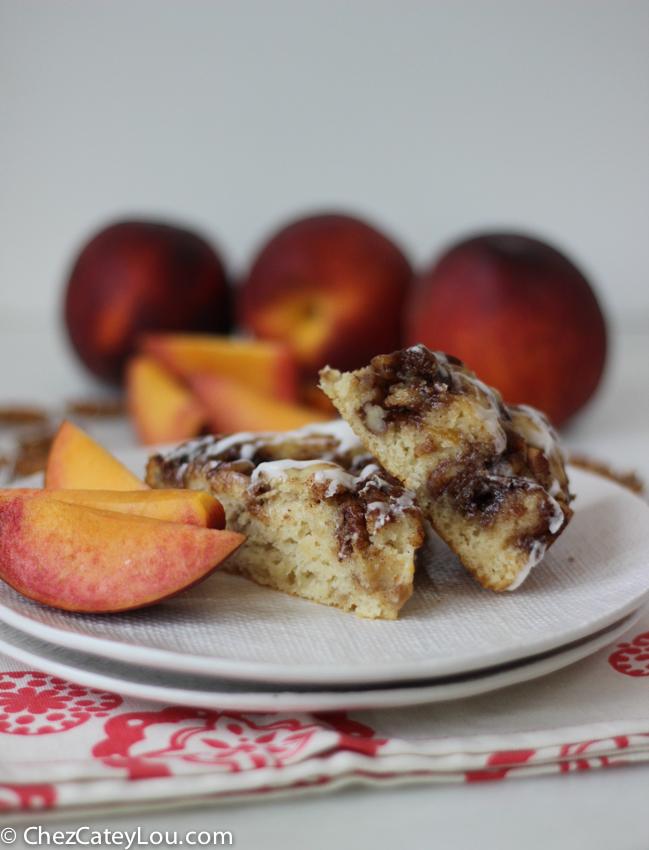 Peach Pecan Cinnamon Roll Cake   chezcateylou.com