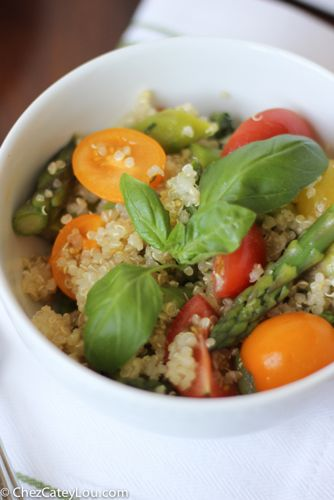 Quinoa Salad with Asparagus and Tomatoes in a Basil Vinaigrette | chezcateylou.com
