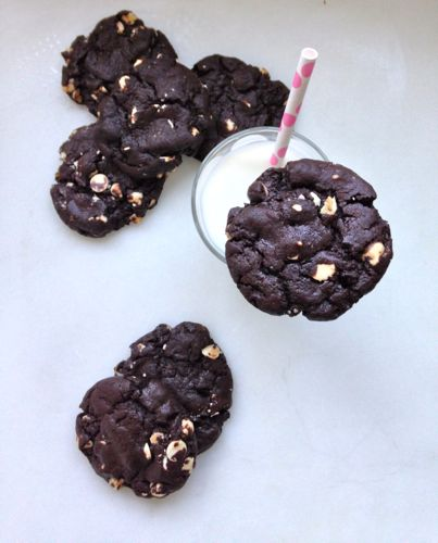 Oreo Inspired Chewy Chocolate White Chocolate Chip Cookies | chezcateylou.com