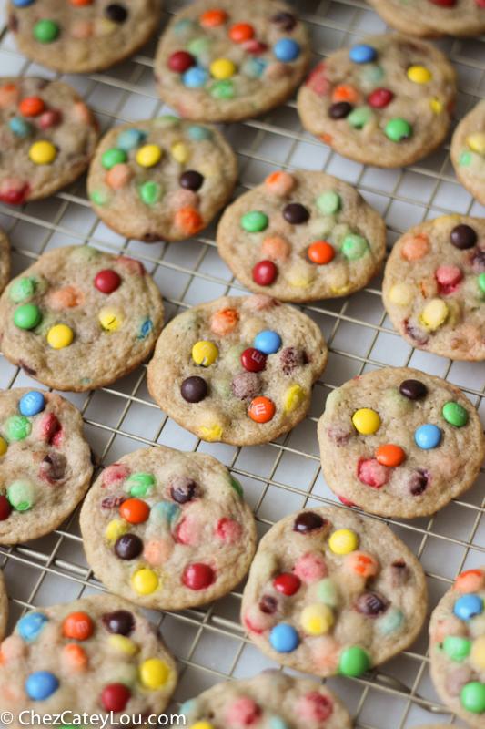 Mini M&M Cookies | chezcateylou.com #recipe #backtoschool
