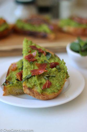 Minty Pea Prosciutto Toast   chezcateylou.com