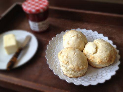 Buttermilk Biscuits   chezcateylou.com