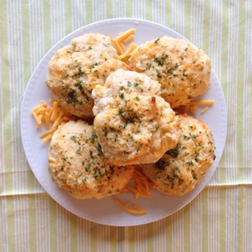 Cheddar Bay Biscuits | chezcateylou.com