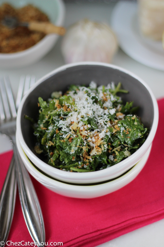 Kale Salad with Toasted Breadcrumbs | chezcateylou.com