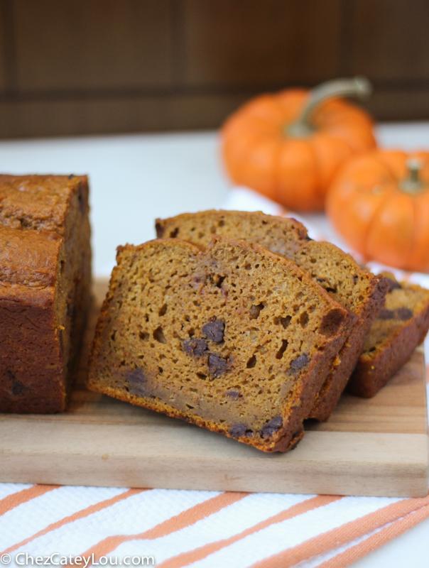 Skinny Pumpkin Chocolate Chip Bread | ChezCateyLou.com #PumpkinWeek #fall