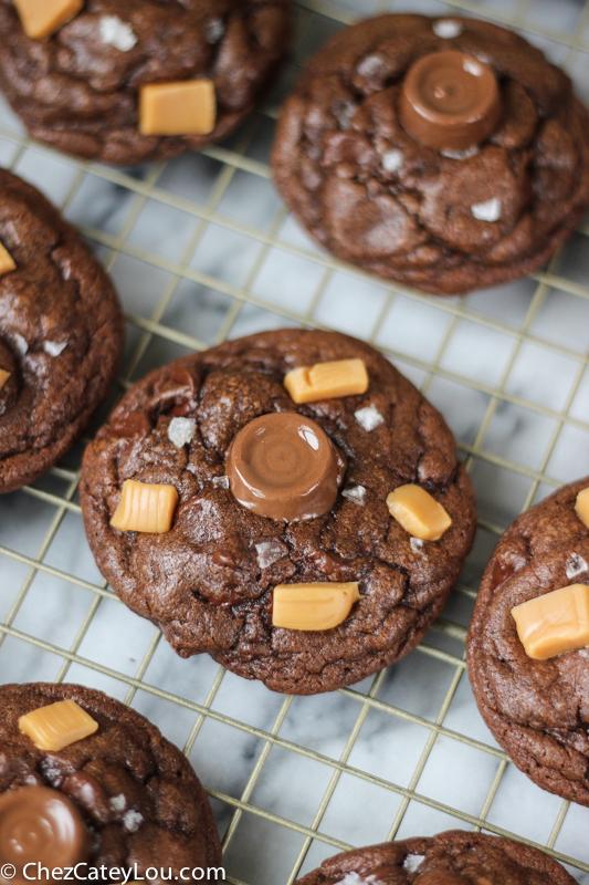 Salted Caramel Stuffed Chocolate Cookies   ChezCateyLou.com