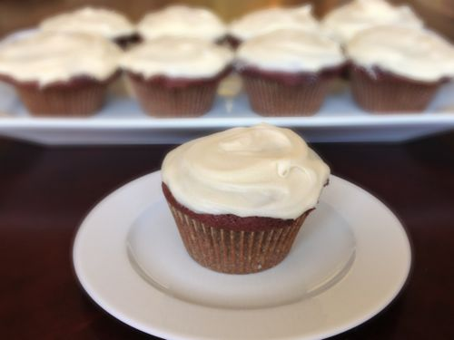 Red Velvet Cupcakes with Cream Cheese Frosting | ChezCateyLou.com