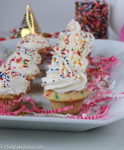 Mini Funfetti Cupcakes | ChezCateyLou.com