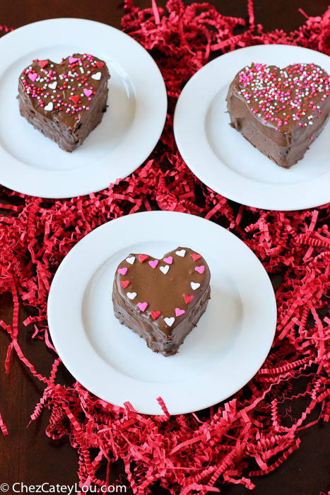 Chocolate Peanut Butter Heart Cakes | ChezCateyLou.com