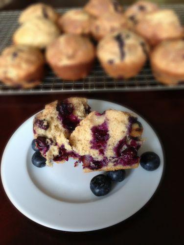 Whole Wheat Blueberry Muffins | chezcateylou.com
