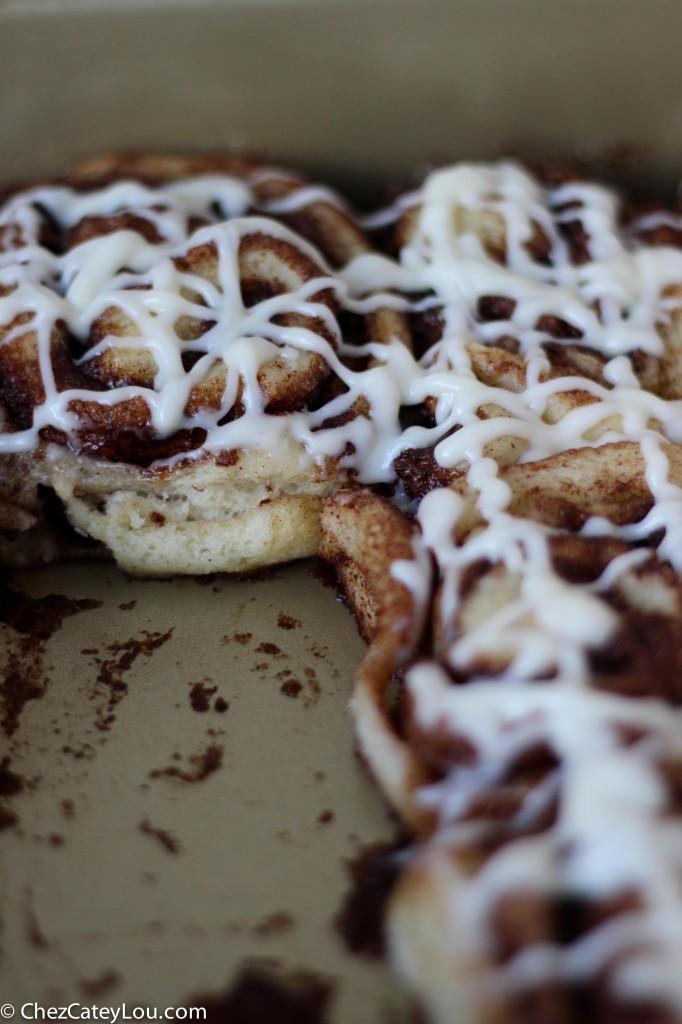 One-hour Cinnamon Rolls | chezcateylou.com