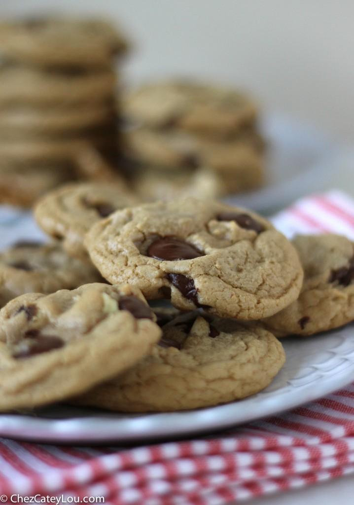 Dark Chocolate Chip Walnut Coconut Oil Cookies | ChezCateyLou.com