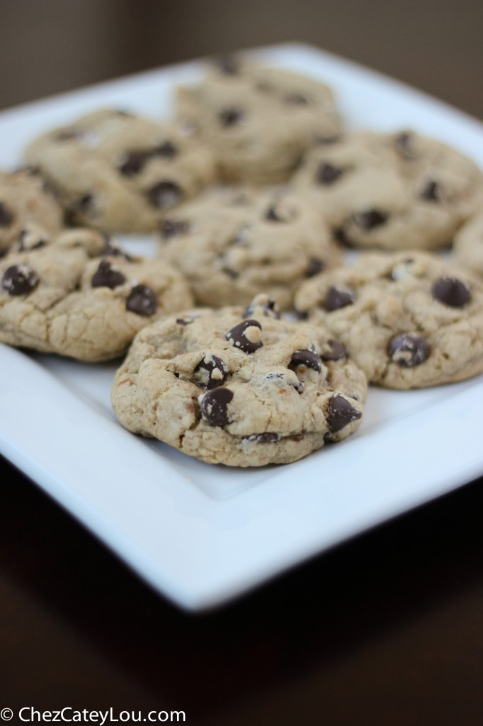 Pretzel Chocolate Chip Cookies | chezcateylou.com