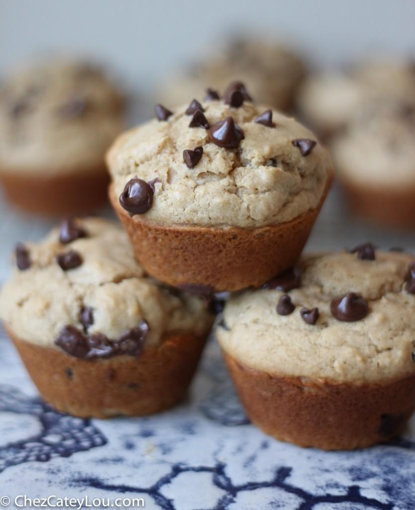 Peanut Butter Chocolate Chip Muffins | chezcateylou.com