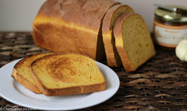 Pumpkin Yeast Bread | chezcateylou.com