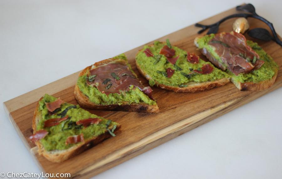 minty-pea-prosciutto-toast