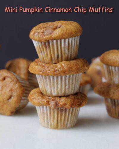 Mini Pumpkin Cinnamon Chip Muffins | chezateylou.com