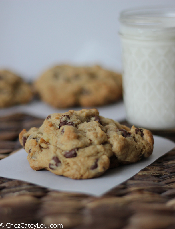 Levain Bakery Chocolate Chip Cookies | chezcateylou.com