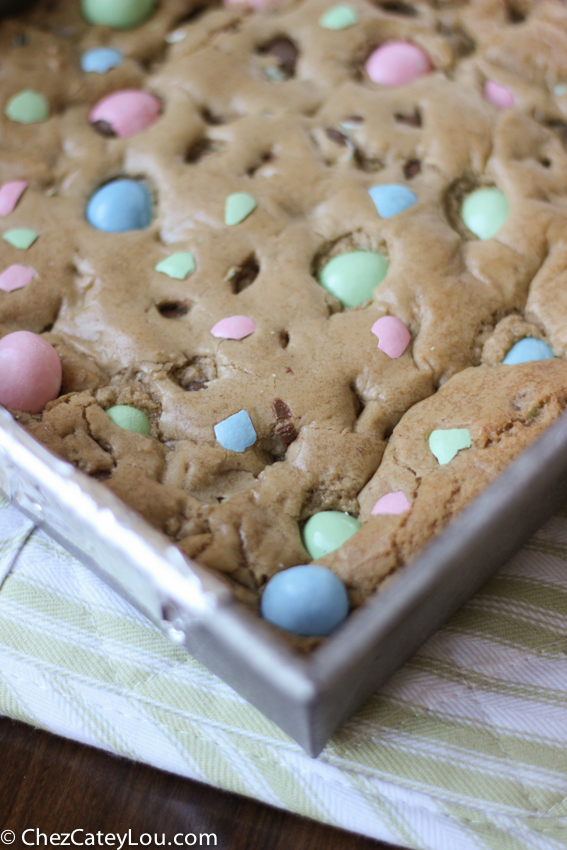 Brown Butter Easter Blondies | chezcateylou.com