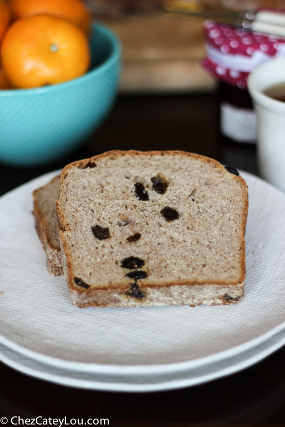 Cinnamon Raisin English Muffin Bread | chezcateylou.com
