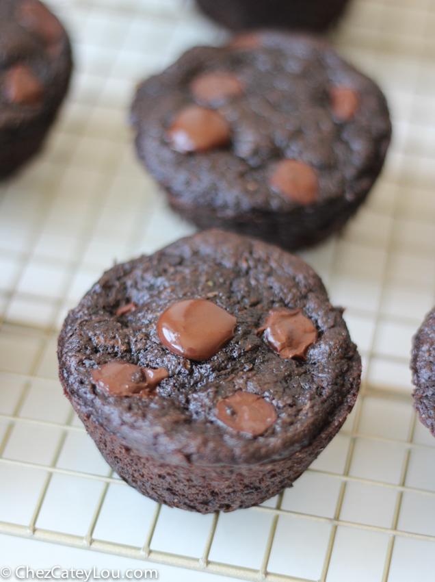Whole Wheat Double Chocolate Zucchini Muffins | chezcateylou.com