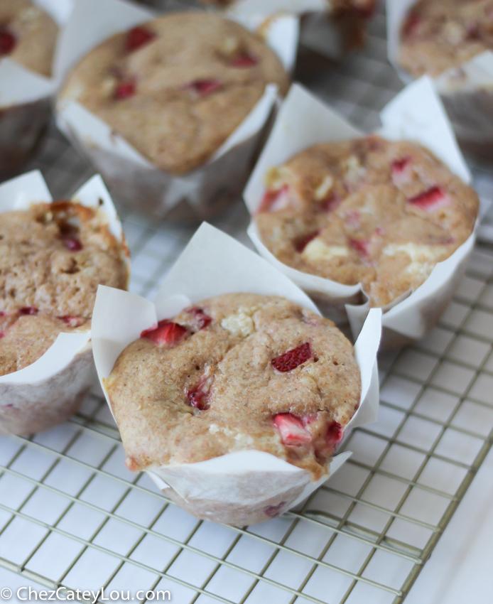 Whole Wheat Strawberry Muffins with Cheesecake Swirl | chezcateylou.com