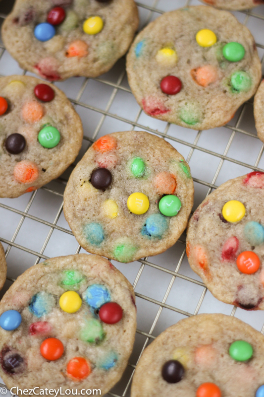 Mini M&M Cookies | chezcateylou.com #recipe #backtoschool