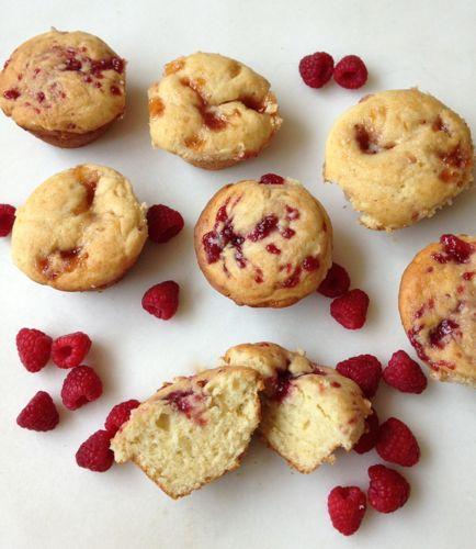 Raspberry Cream Cheese Muffins | chezcateylou.com