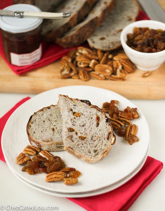Golden Raisin Pecan Bread | chezcateylou.com