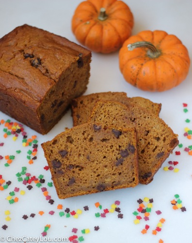 Skinny Pumpkin Chocolate Chip Bread | ChezCateyLou.com
