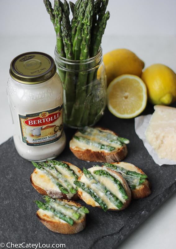 Asparagus Alfredo Crostini | ChezCateyLou.com