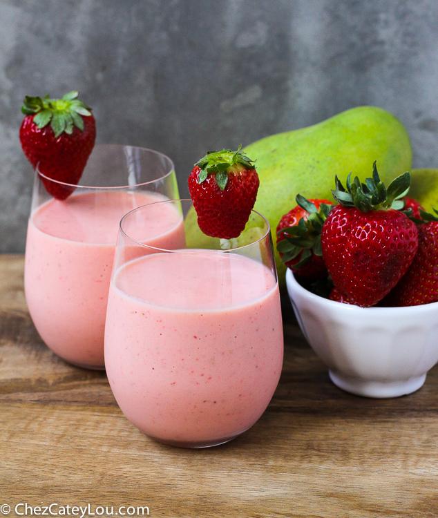 Mango Strawberry Smoothie | ChezCateyLou.com