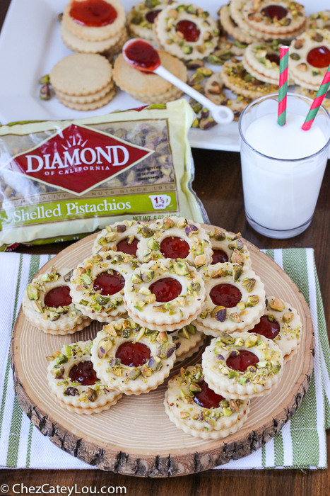 Pistachio Wreath Cookies - festive Linzer cookies decorated to look like a Christmas wreath! | ChezCateyLou.com