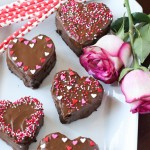 Chocolate Peanut Butter Heart Cakes | ChezCateyLou.com